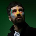 Sergio Pizzorno alcança o sétimo lugar nas paradas britânicas com o novo álbum solo The S.L.P.